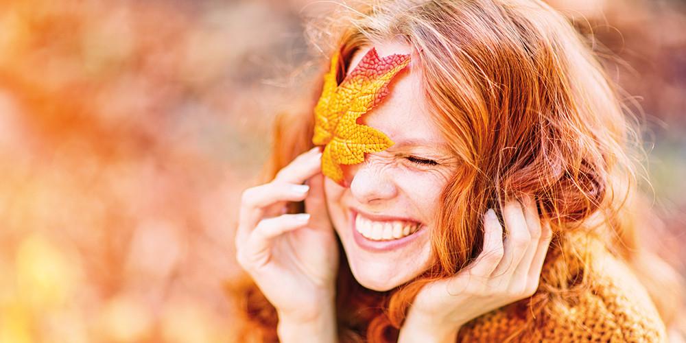 Frau im Jahresrad: Herbst